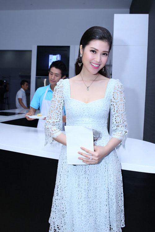 Váy laser đang là sự lựa chọn hàng đầu của các mỹ nhân khi tham dự các sự kiện sang trọng