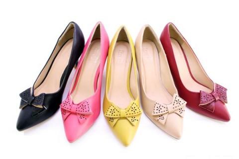 Cắt nơ giày cao gót