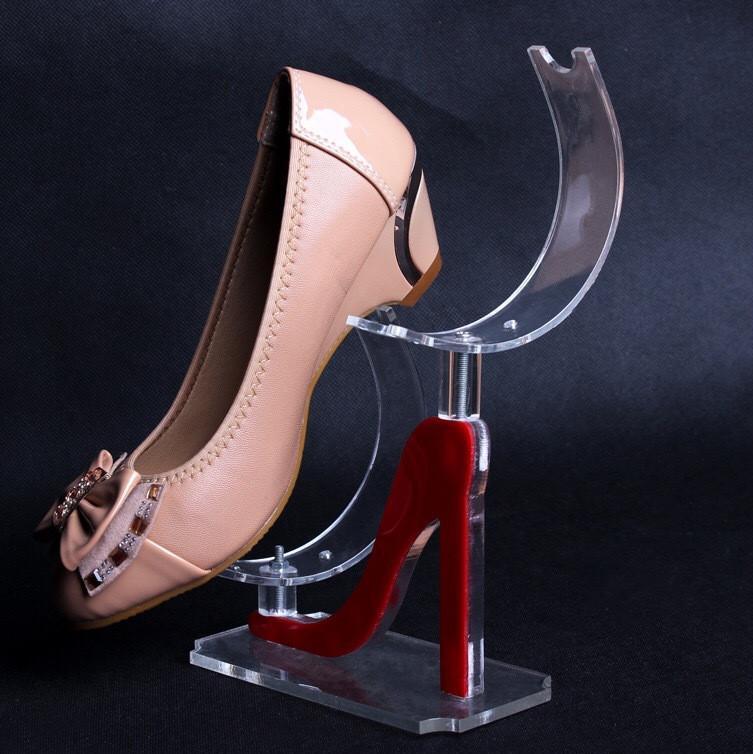 kệ mica trưng bày giày dép